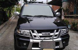 Black Isuzu Crosswind 2017 at 21000 km for sale
