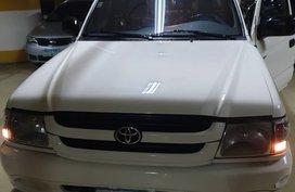 Selling 2003 Toyota Hilux in Makati
