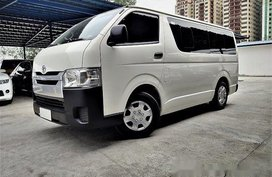 Selling White Toyota Hiace 2017 at 28000 km