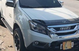 Isuzu Mu-X 2015 at 82000 km for sale