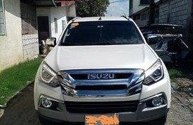 Selling White Isuzu Mu-X 2019 Automatic Diesel