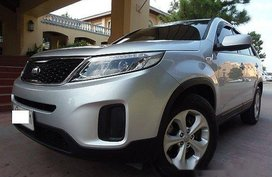 Silver Kia Sorento 2014 at 32000 km for sale