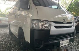Sell White 2019 Toyota Hiace at 13800 km