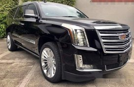 Selling Cadillac Escalade 2020 at 1000 km