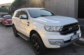 Selling White Ford Everest 2016 Automatic Diesel at 33000 km