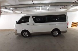 Selling White Toyota Hiace 2015 at 46000 km