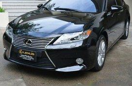 Selling Black Lexus Es 350 2015 at 30000 km