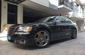 Black Chrysler 300c 2013 at 30000 km for sale