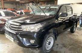 Selling Black Toyota Hilux 2018 Manual Diesel