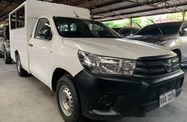 Selling White Toyota Hilux 2017 at 28000 km