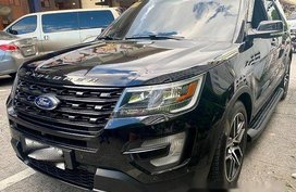 Selling Black Ford Explorer 2016 at 20000 km