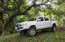 Sell White 2011 Toyota Tacoma in Quezon City