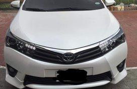 Toyota Altis 2.0V 2015