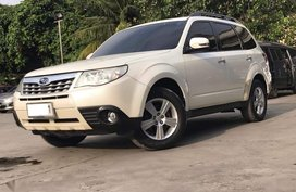 White Subaru Forester 2012 for sale in Automatic