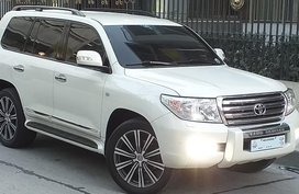 White Toyota Land Cruiser 2011 for sale in Mandaluyong