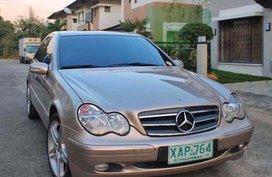 Selling Beige Mercedes-Benz C200 2002 in Pasig