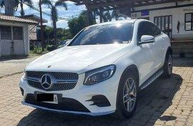 Selling White Mercedes-Benz GLC 250 2019 at 5000 km