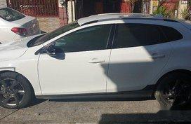 White Volvo V40 2015 Automatic for sale