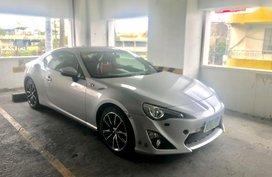 Selling White Toyota 86 2013 in Manila
