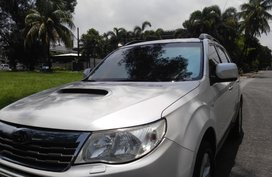 Selling White Subaru Forester 2009 in Manila