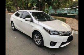 White Toyota Corolla altis 2014 Sedan at 23800 for sale