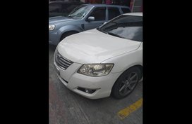 White Toyota Camry 2007 Sedan at 98000 for sale