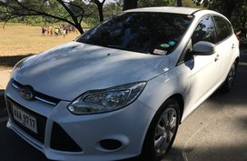 Selling White Ford Focus 2014 in Manila