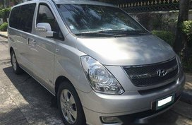 Selling Silver Hyundai Grand Starex 2009 in Pasig
