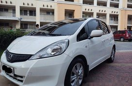 White Honda Jazz 2013 at 43000 km for sale