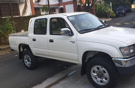 Sell 2000 Toyota Hilux in Quezon City