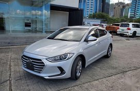 White Hyundai Elantra 2018 for sale in Mandaluyong City