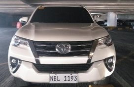 Selling White Toyota Fortuner 2018 in Manila