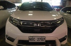 Selling White Honda Cr-V 2018 in Mandaluyong