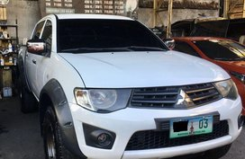 White Mitsubishi Strada 2012 for sale in Manual