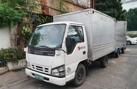 Selling White Isuzu Nhr 2011 in Quezon City