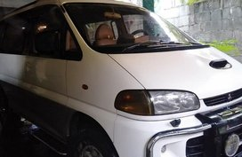 Selling White Mitsubishi Spacegear 1995 in Valenzuela
