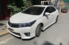 Pearl White Toyota Altis 2014 for sale in Manila