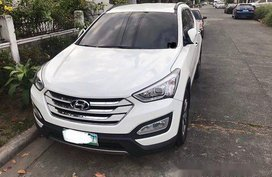 Selling White Hyundai Santa Fe 2013 in Angeles