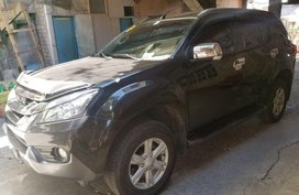 Selling Black Isuzu Mu-X 2016 in Manila