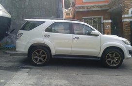 Pearl White Toyota Fortuner 2013 for sale in Quezon City