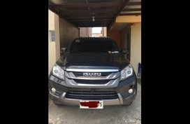 Selling Grey Isuzu Mu-X 2015 SUV / MPV in Imus