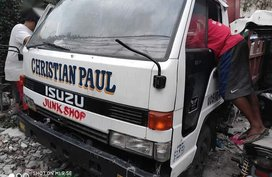 Sell White 1996 Isuzu Elf in Quezon City