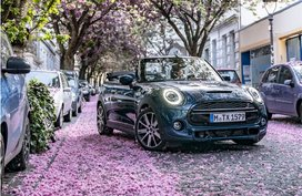 2020 Mini Convertible Sidewalk debuts German cherry blossoms to limelight