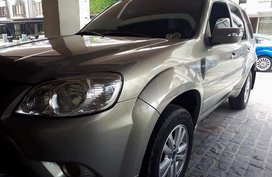 Selling Silver Ford Escape 2005 in Quezon City