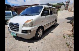 Selling White Hyundai Starex 2006 Van in Alicia