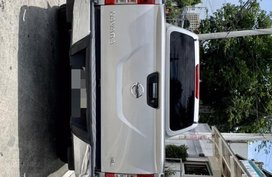 Selling Silver Nissan Navara 2015 Truck in Manila