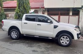 Selling White Ford Ranger 2013 Truck in Manila