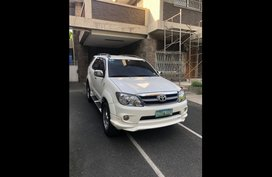 White Toyota Fortuner 2008 for sale in Manila