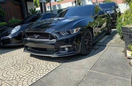 Selling Black Ford Mustang in Manila