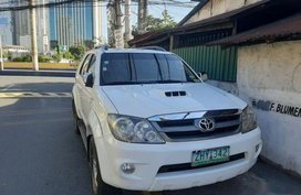 White Toyota Fortuner 2007 for sale in Manila